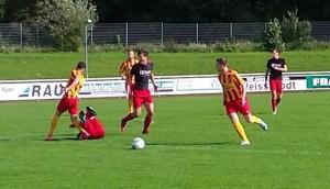 Schwarz-Rot gegen Rot-Gelb: Die Farbverteilung musste vor dem Spiel geklärt werden
