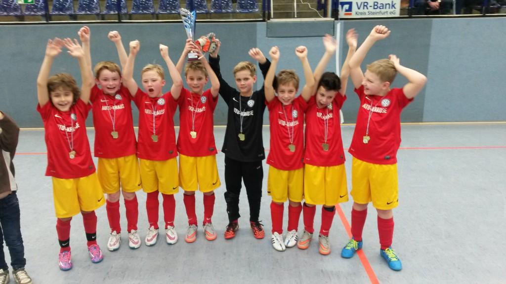 Die erfolgreiche E1 des SV Burgsteinfurt: v.l. Kayar 'Figo' Hohmann, Tizian Sommer, Tim Meyer, Fabian Becker, Felix Klein-Reesink, Nico Schmidt, Mick Breuer, Janis Weißschnur. Es fehlt Clemens Riedl.